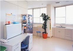 診 察 室